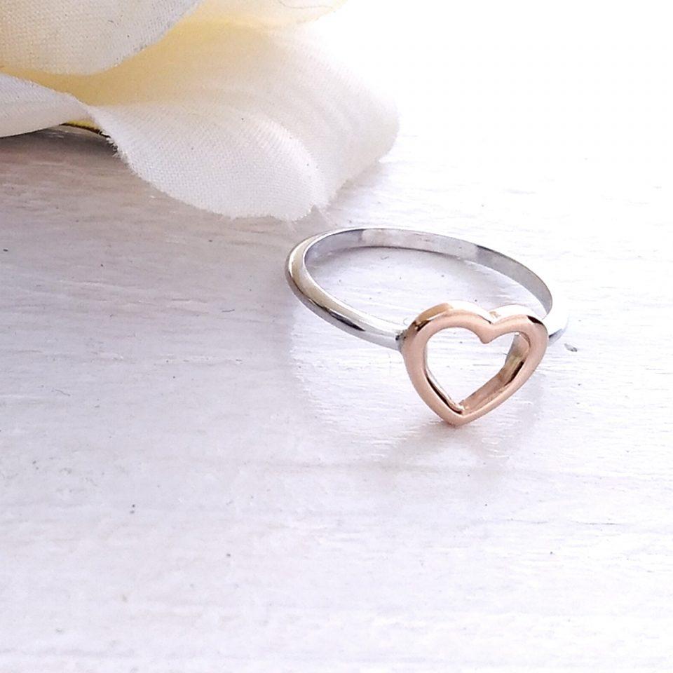 anello in oro bianco cuore