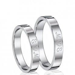 Coppia di anelli con incisione esterna di due iniziali e un cuore