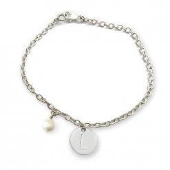 Braccialetto in argento con perla naturale e iniziale incisa